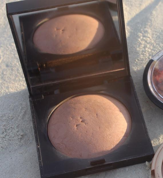 Laura Mercier Matte Radiance Bronzing Powder Mikki Galang