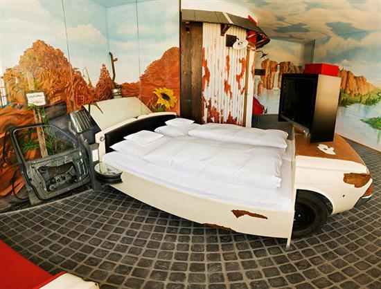 v8 hotel germany the ultimate car guy themed hotel. Black Bedroom Furniture Sets. Home Design Ideas