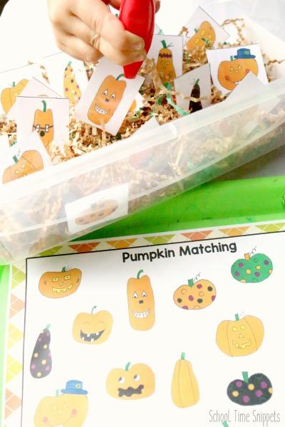 fine motor skills pumpkin matching sensory bin