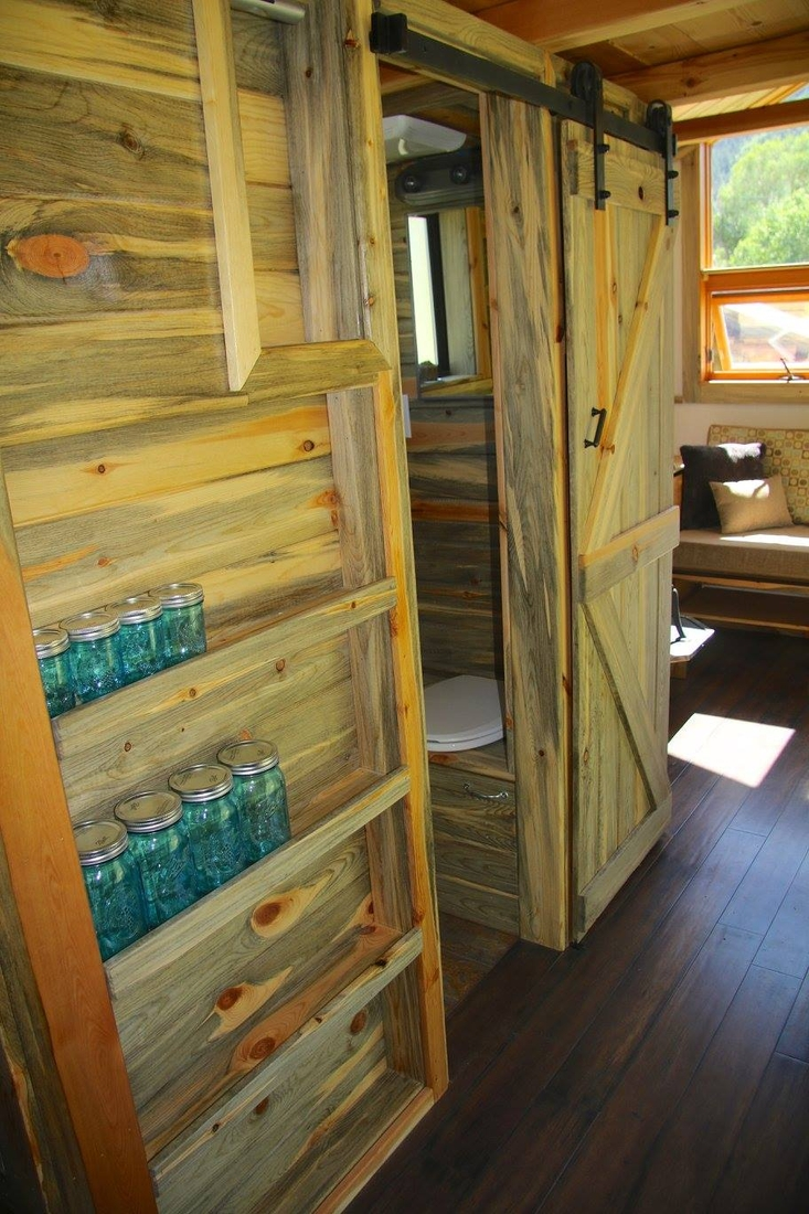 10-Jeremy-Matlock-Rogue-Valley-Tiny-Home-Construction-Architecture-with-the-Nautical-Tiny-House-on-Wheels-www-designstack-co