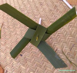 Baling-baling daun kelapa