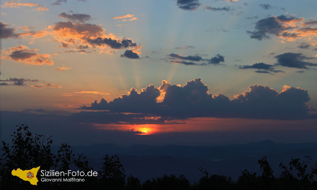 Sonnenuntergang über Enna