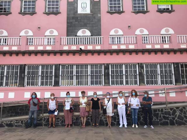 El Cabildo entrega una decena de nuevos carnés de artesano para ocho oficios