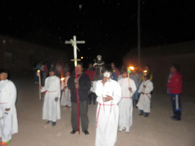 Wie immer mit Prozession durchs Dorf