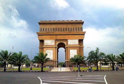 Monumen Simpang Lima Gumul Kediri