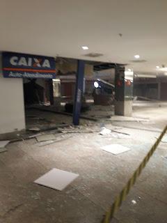 Grupo explode caixa eletrônico dentro de shopping em Campina Grande e faz reféns. Veja o vídeo