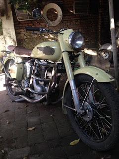 LAPAK MOTOR  TUA : Dijual Royal enfield 250cc