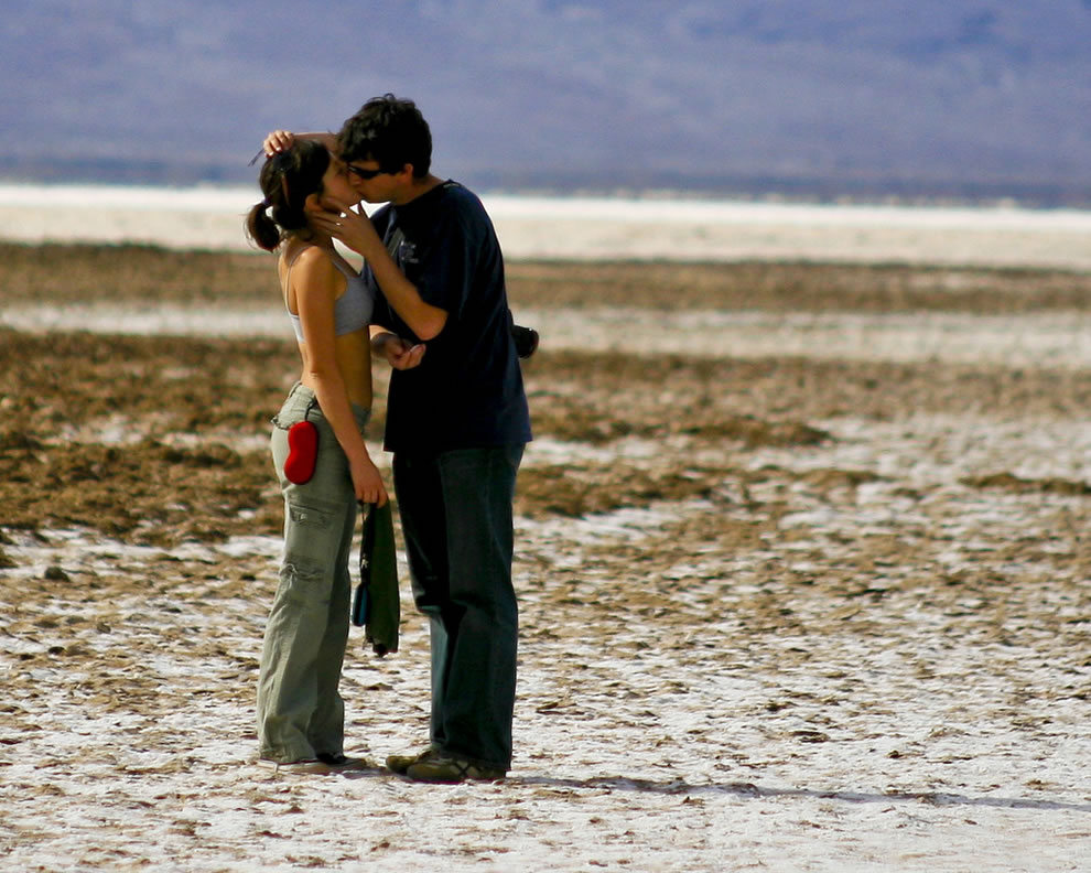 Romantic Love Couples Kissing Photos  Top World Pic-6507