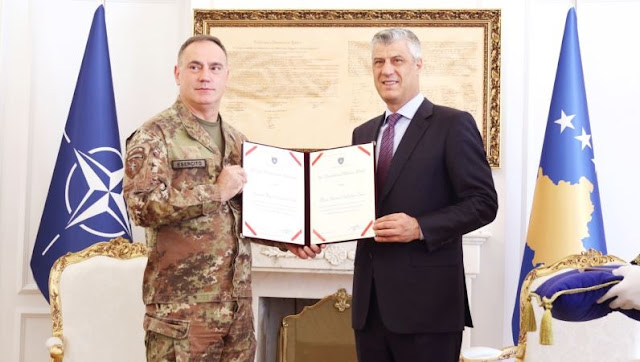 Thaci honors the Italian KFOR Commander Salvatore Cuoci in Kosovo with Military Medal