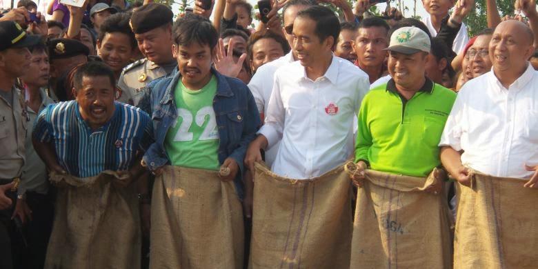 Jokowi Balap Karung