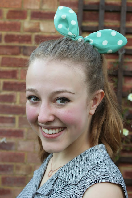 blogger-accessories-inspiration-fashion-scrunchie-hair-green-polka-dot-bow-camden
