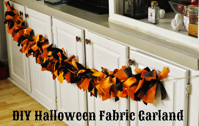Pretty fabric garland for Halloween. #DIY #Halloween #garland