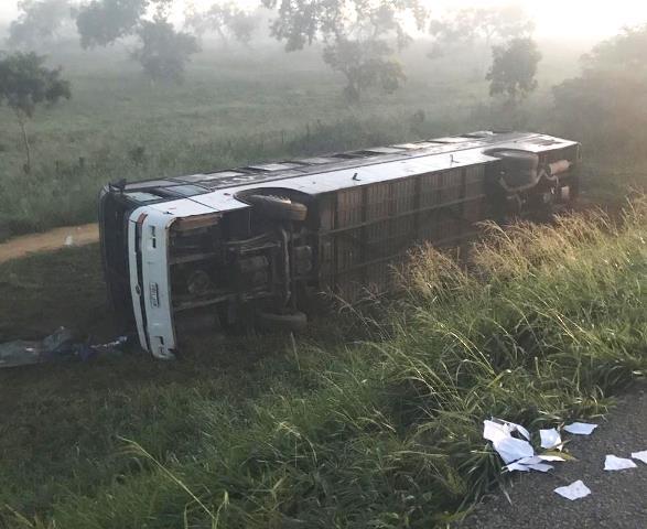 Torcedores do Corinthians ficam feridos em acidente na BR-116 em Conquista