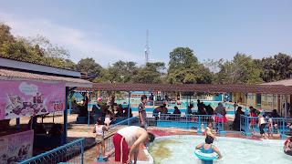 suasana diddalam kolam renang KGL