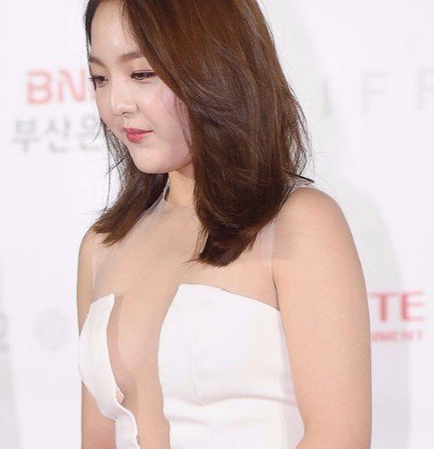Seo Shin-ae (서신애) at the 22nd Busan International Film Festival (2017 BIFF) Opening Red Carpet, officially started on October 12.