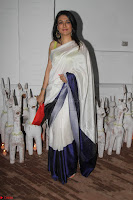 Sonam Kapoor Soha Ali Khan Konkona Sharma at Raw Mango store launch March 2017 050.JPG