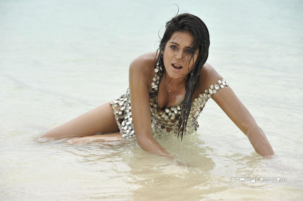 Actress Shraddha Arya Bikini Stills: Unseen Tamil Actress Images Pics Hot: Shraddha-Das-bikini