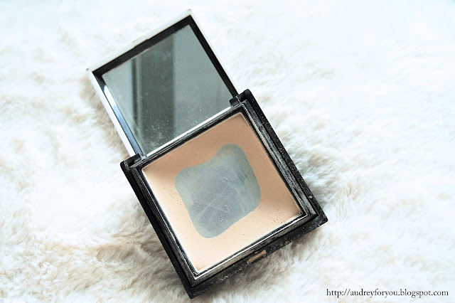 Benefit Hello Flawless! Powder Foundation Life With Audrey
