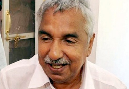 Oomen Chandy injured in selfy incident