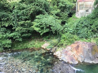宝川温泉の部屋から見る宝川