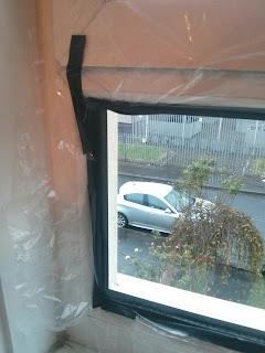 Körberagasztva az ablak