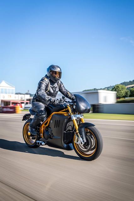 Italian Dream Motorcycle Tripla Competizione