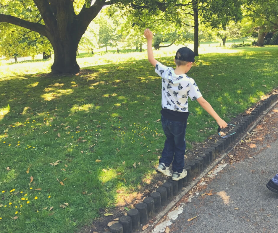 Kids' Activities You Can Both Enjoy | Play balancing games in your garden and you'll both have fun!