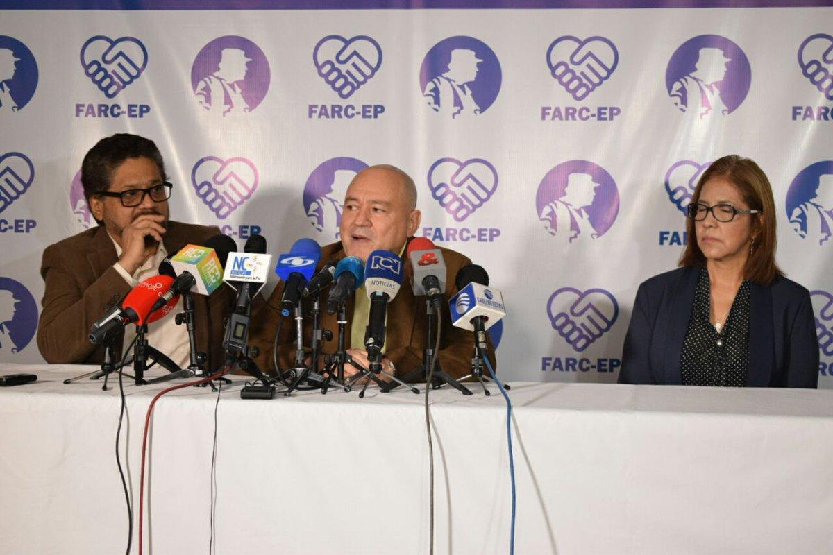 Miembros de las FARC anunciando el lanzamiento del partido político colombiano
