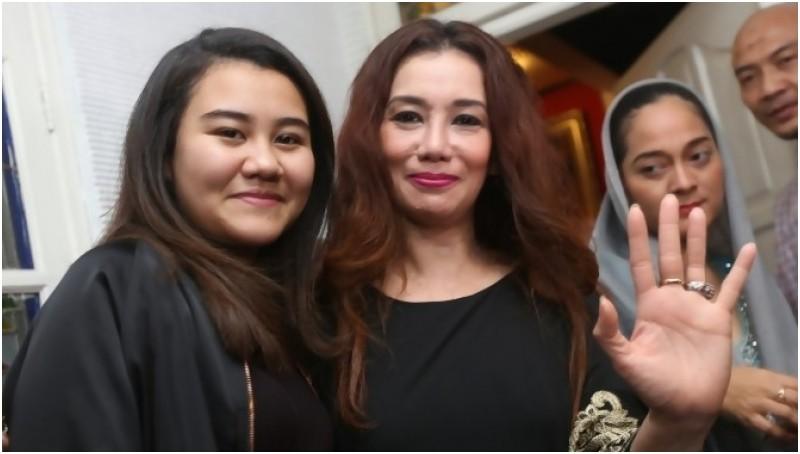 Reza Artamevia bersama anaknya Zahwa dan Aaliyah