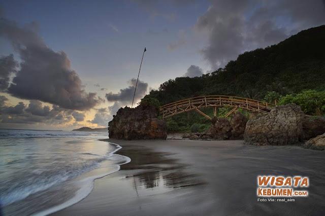 Cantiknya Pantai Surumanis Kebumen