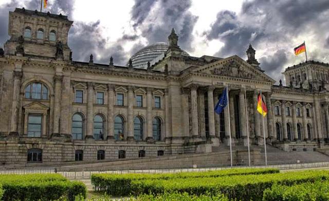 F.T: Πολλοί οικονομολόγοι εκτιμούν ότι οι Γερμανοί τραπεζίτες έφταιγαν για την κρίση, όχι οι Έλληνες