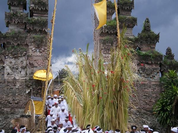 Tradisi Ngusaba Bukakak di Desa Sangsit