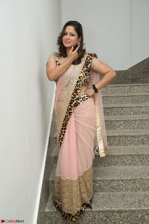 Shilpa Chakravarthy in Lovely Designer Pink Saree with Cat Print Pallu 010.JPG