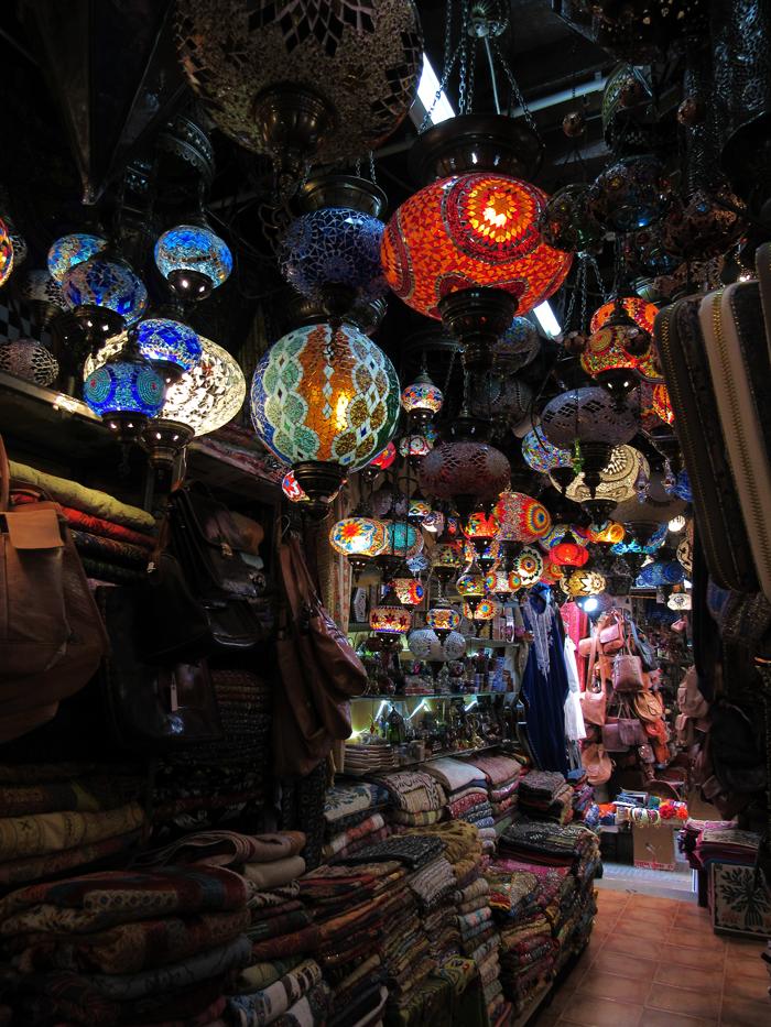 Valentina Vaguada: Valetostravels, Granada, travel, Spain, España, andalucía, La Alhambra, wanderlust, lamps, market, mercado, moorish market