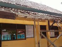 Miris, Pagar SDN Inpres Ndano Masih Menggunakan Bambu