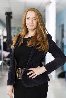 Imogen Banks. Director of Offspring - Seasons 7