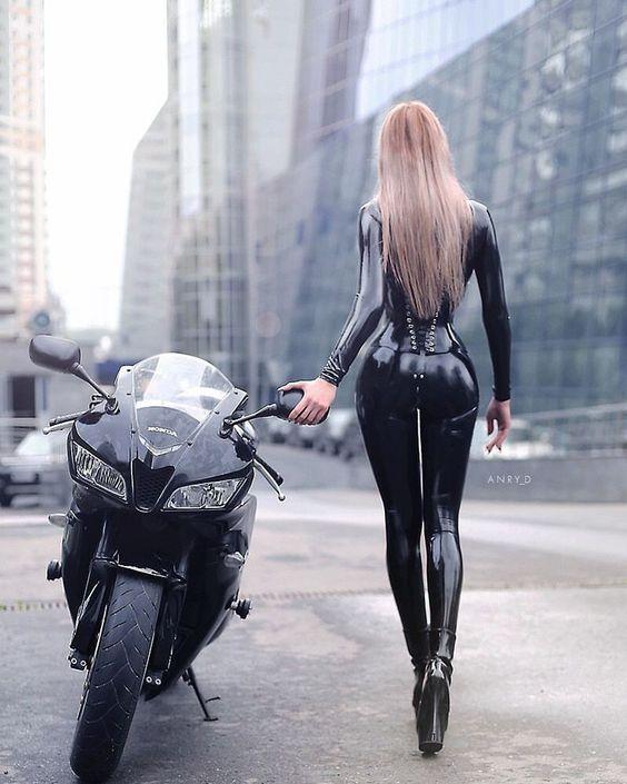 Mulher com jeans de moto, gostosa de jeans, Mulhere com Calça Legging de moto, mulher sensual na moto, gostosa em moto, Mulher semi nua em moto, babes on bike with jeans, Women on bike with jeans, sexy on bike with pants,sexy on motorcycle, babes on bike, ragazza in moto, biker babe, donna calda in moto,femme chaude sur la moto,mujer caliente en motocicleta, chica en moto, heiße Frau auf dem Motorrad, Женщина, сексуальная, мотоциклы, сексуальные, бикини