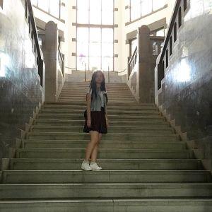 Foto Angelica Simperler Cantik di tangga