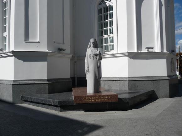 Житомир. Вул. Михайлівська. Пам'ятник митрополиту Іларіону (Івану Огієнку)