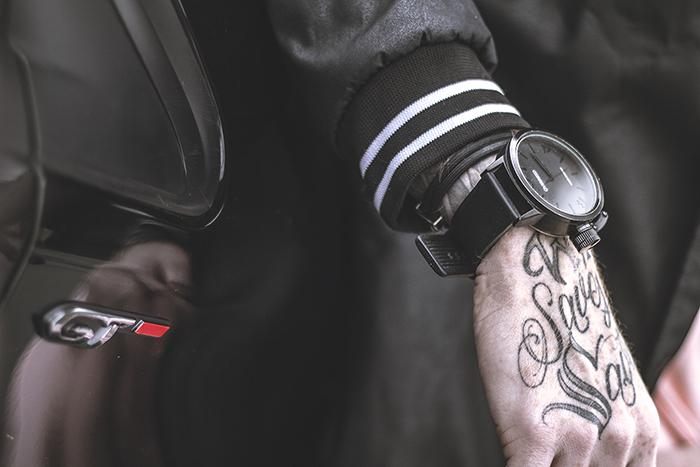7216e88777a Relógio All Black da Oversized. Nesse visual ele não ganhou tanto destaque