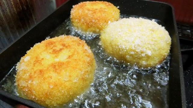 フライパンにサラダ油を熱し、揚げ焼きにして完成