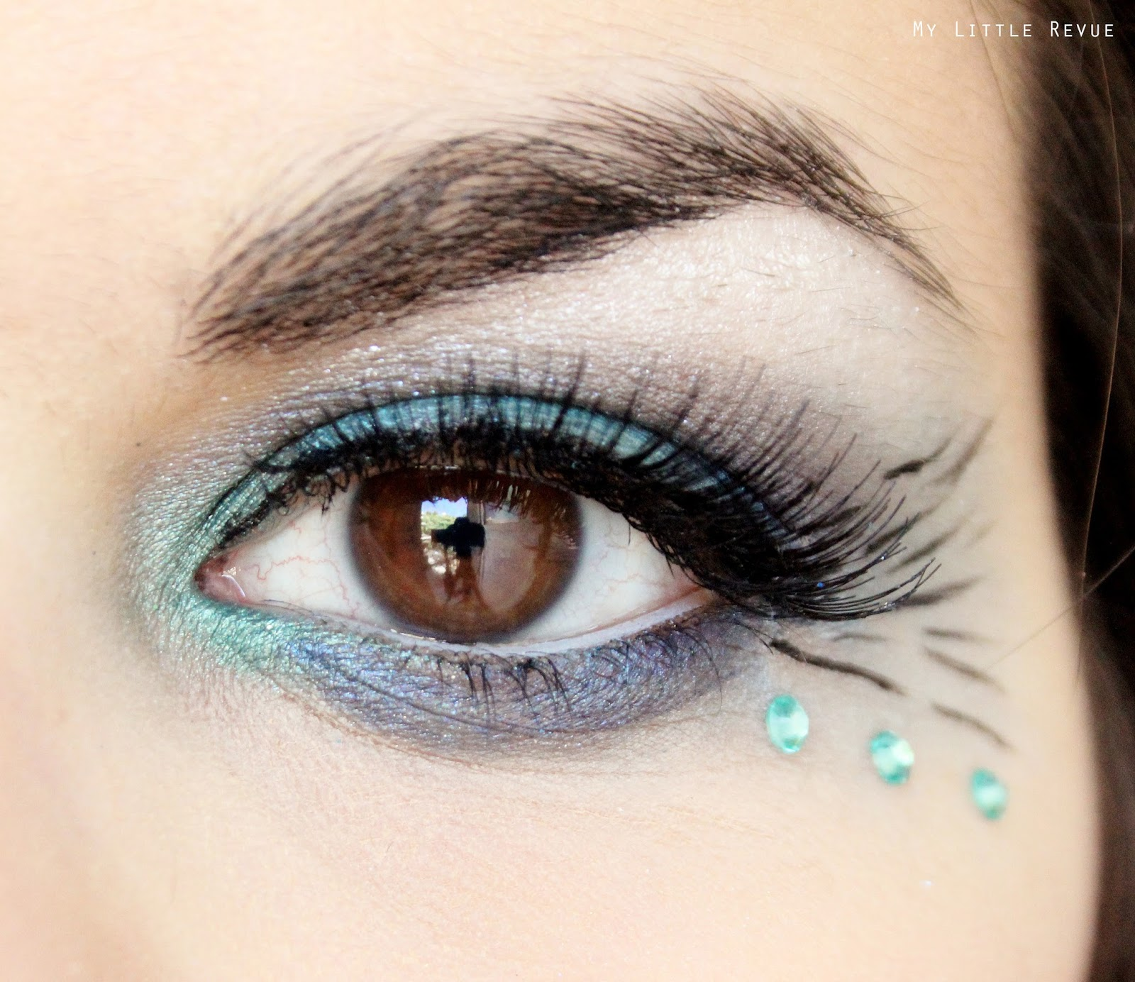 maquillage des yeux paon turquoise vert faux cils