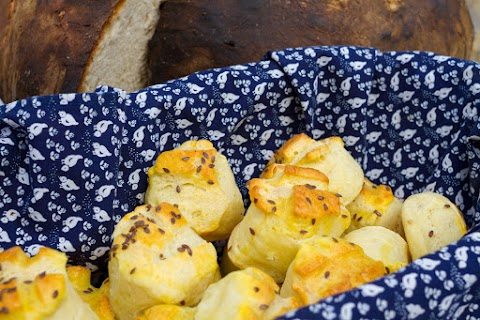Pillekönnyű, vajas-sajtos pogácsa - Így hajtogasd, hogy szép réteges legyen