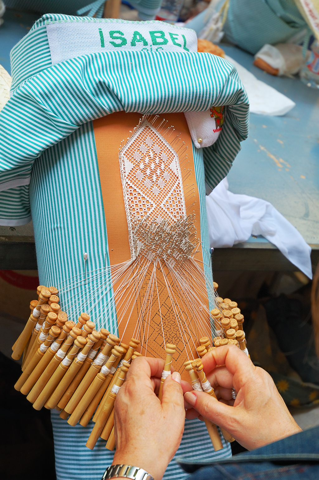 Bobbin Lace or Pillow Lace work - Encaje de Bolillos
