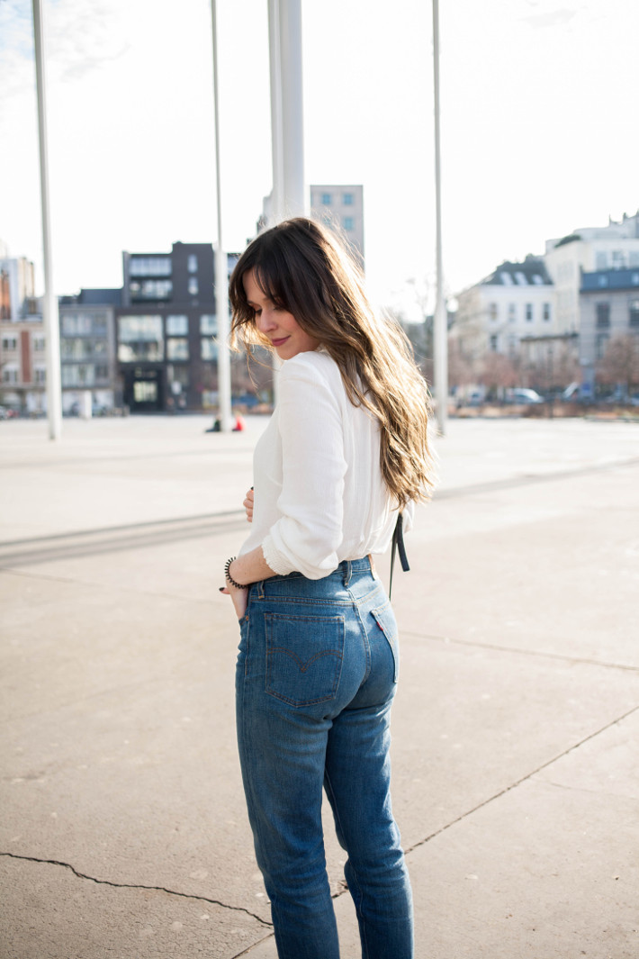 Outfit boho in bangs and Leviu0026#39;s Wedgie jeans - THE STYLING DUTCHMAN.