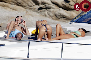 Emily+Ratajkowski+in+thongs+candids+Sexy+Smooth+small+Naked+Ass+July+2018+%7E+CelebsNext.xyz+Exclusive+Celebrity+Pics+001.jpg