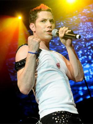 Foto de Christian Chávez en el escenario