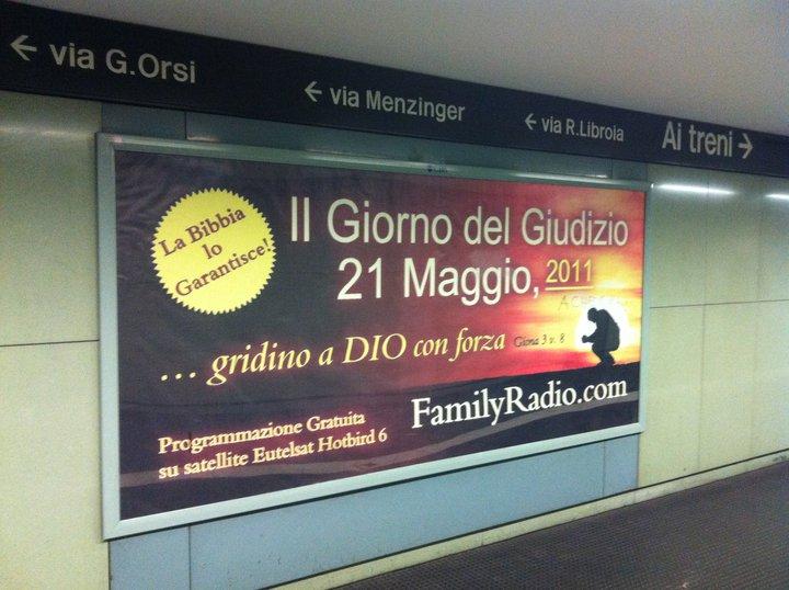 manifesto sulla fine del mondo nella metropolitana di napoli, 21 maggio 2011
