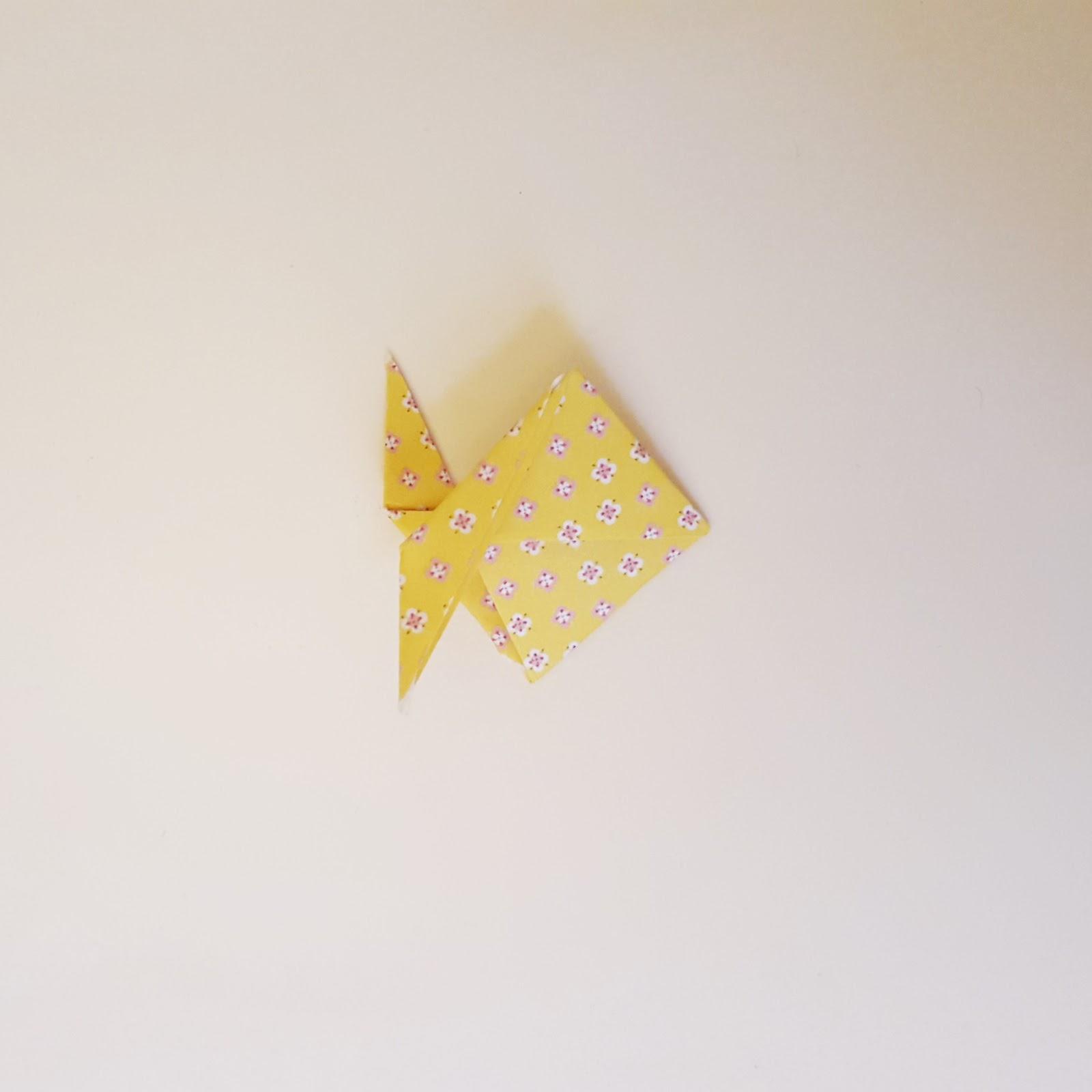 diy boucles d 39 oreilles poissons en origami le tuto. Black Bedroom Furniture Sets. Home Design Ideas
