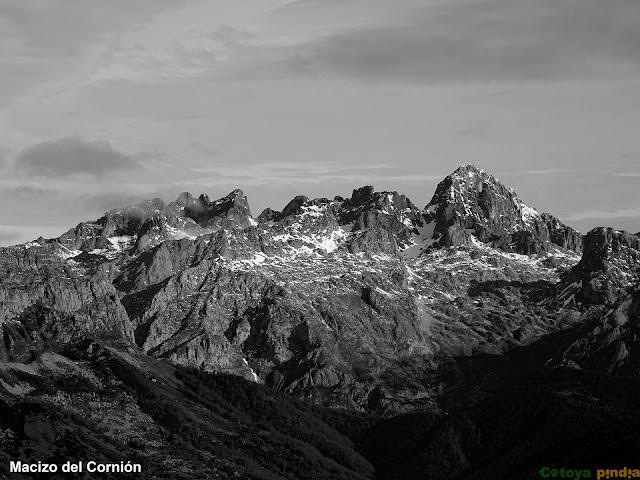 vistas hacia el Macizo del Cornión y Peña Santa en Picos de Europa